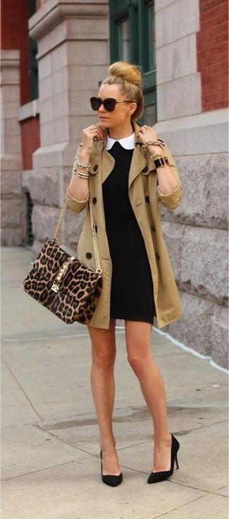 Look de moda: Gabardina marrón claro, Vestido ajustado negro, Zapatos de tacón de ante negros, Bolso bandolera de ante de leopardo marrón