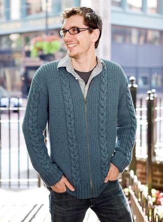 Cómo combinar: jersey con cremallera en verde azulado, camisa de manga larga a cuadros gris, camiseta con cuello circular en gris oscuro, vaqueros azul marino