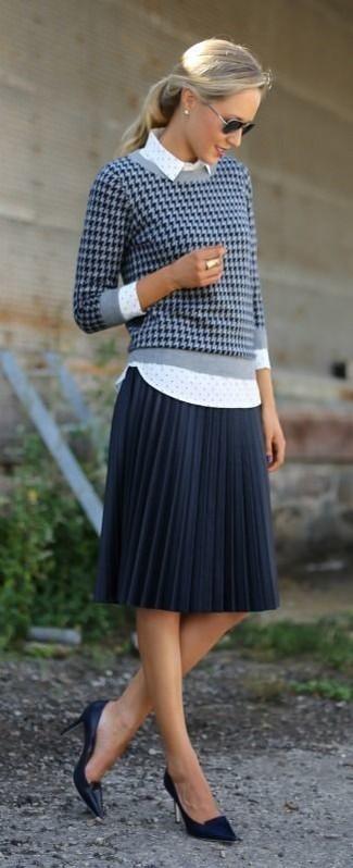 07f96ed97 Look de moda: Jersey con cuello circular de pata de gallo azul ...
