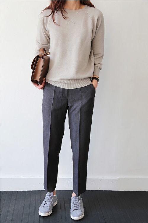 Look De Moda Jersey Con Cuello Circular En Beige Pantalón