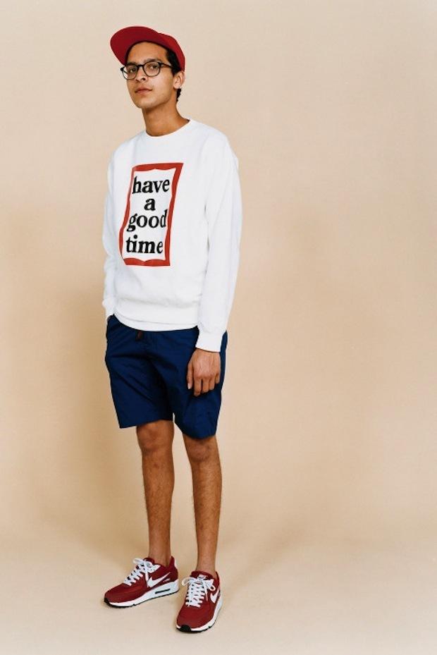 0892e03a30922 Cómo combinar  jersey con cuello circular estampado en blanco y rojo