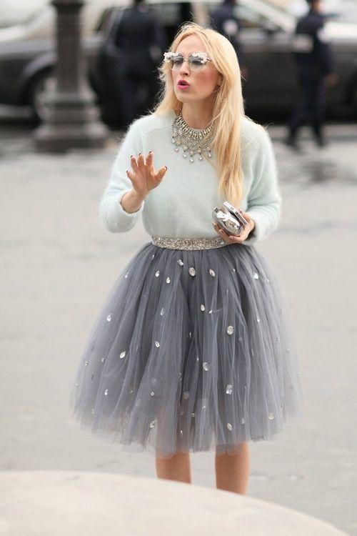 027fcc6db Cómo combinar una falda de tul gris (5 looks de moda) | Moda para ...