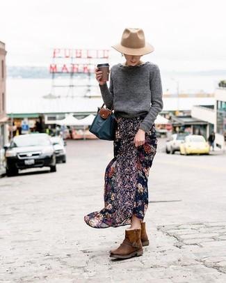 Cómo combinar un sombrero de lana en beige: Emparejar un jersey con cuello circular en gris oscuro junto a un sombrero de lana en beige es una opción muy buena para el fin de semana. Si no quieres vestir totalmente formal, usa un par de botas ugg en marrón oscuro.