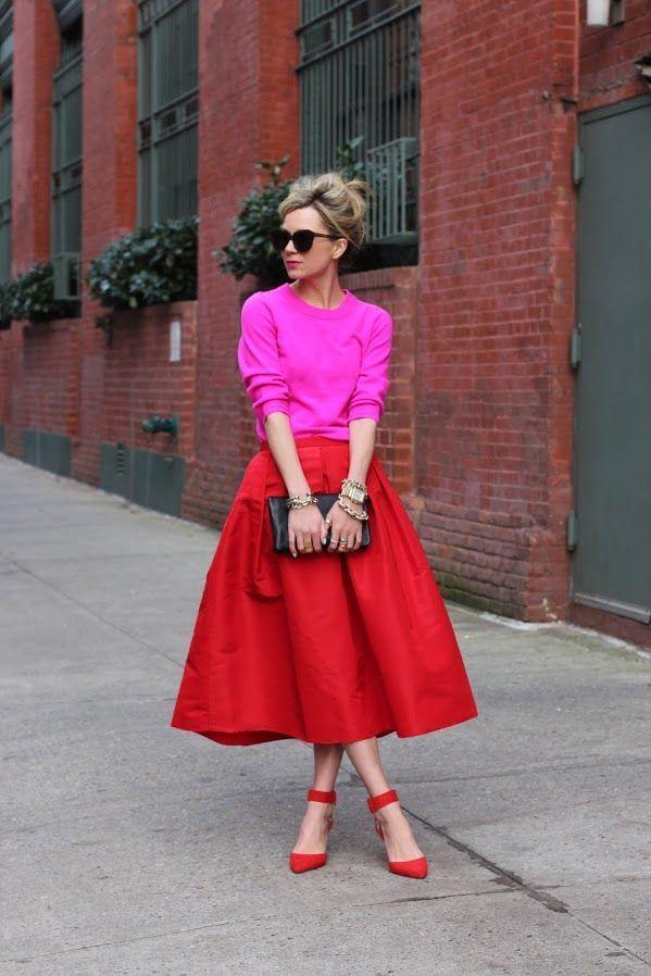 bfc55a0bf0 Cómo combinar una falda midi plisada roja (26 looks de moda)