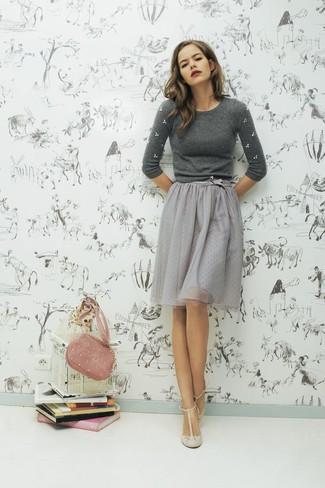 d52e7dd70 Look de moda: Jersey con cuello circular con adornos gris, Falda ...