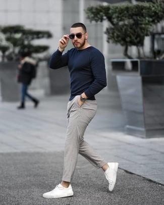 Como Combinar Un Pantalon Chino A Cuadros Gris 105 Outfits Lookastic Espana