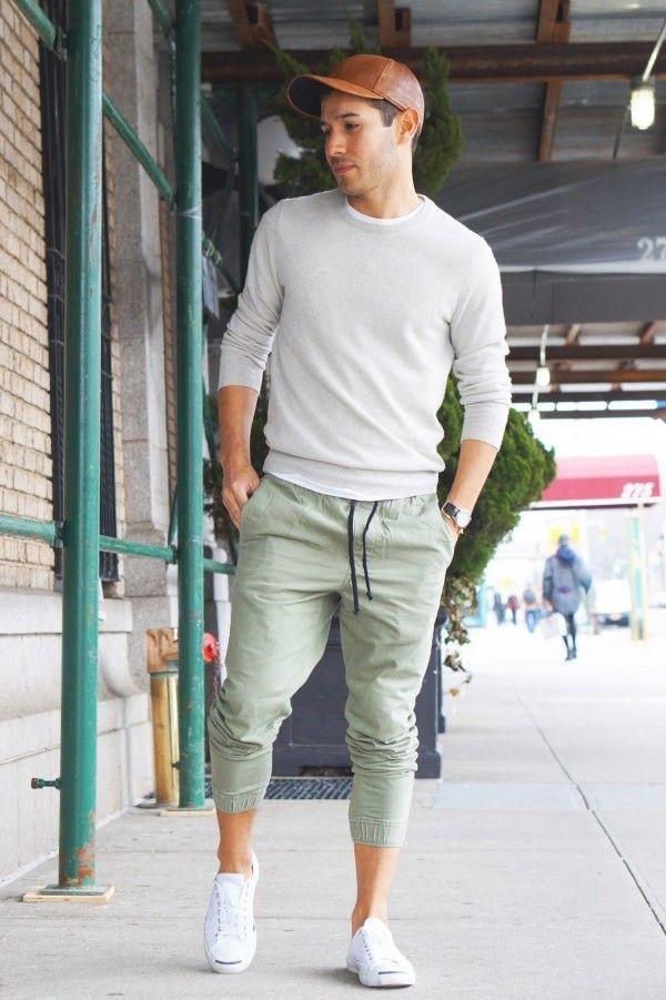 ec14a7535f Cómo combinar un pantalón de chándal en verde menta con unos tenis blancos  (3 looks de moda)