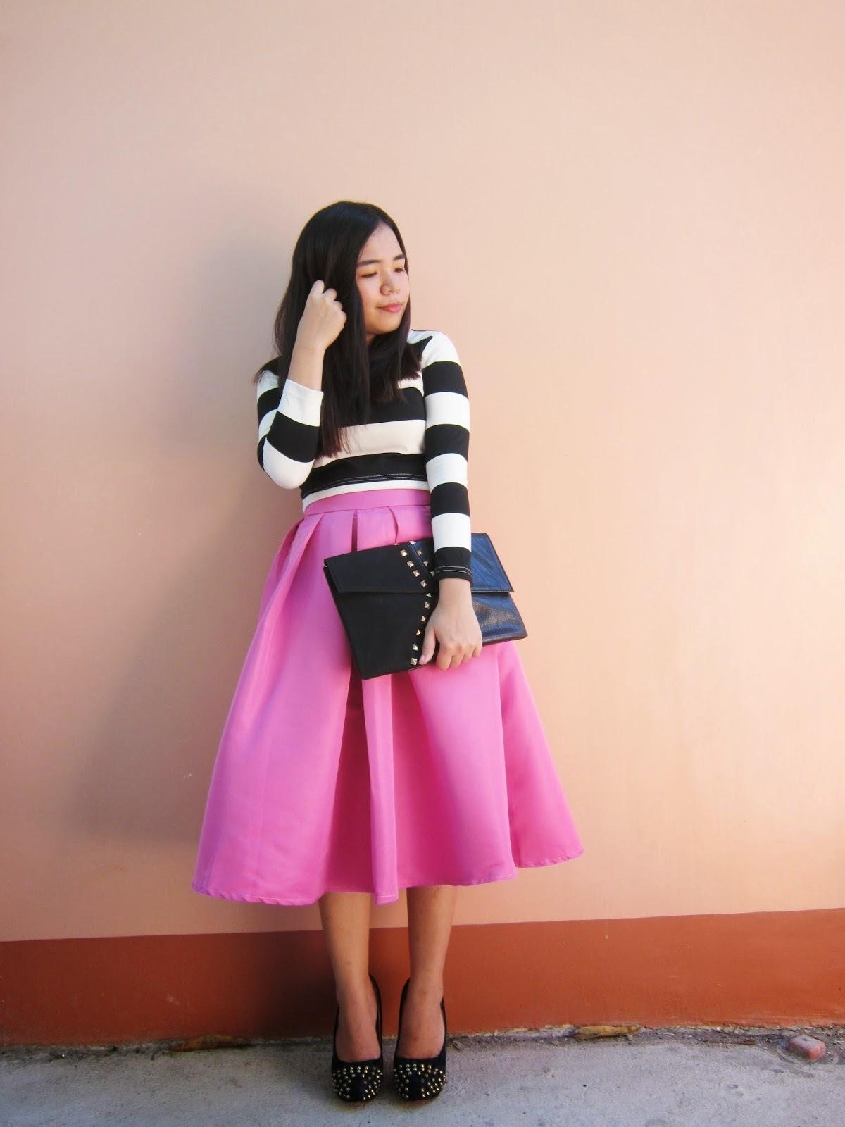 8f6f0d3c0 Cómo combinar una falda midi rosa (66 looks de moda) | Moda para ...