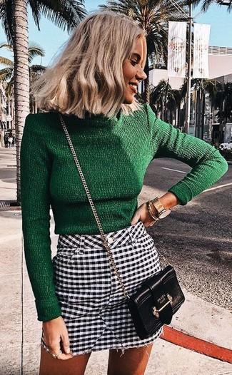 Considera emparejar un jersey de cuello alto verde oscuro junto a un reloj dorado de Diesel para lograr un look de vestir pero no muy formal.