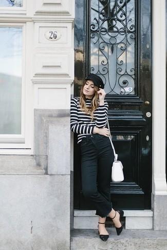 Cómo combinar: jersey de cuello alto de rayas horizontales en negro y blanco, vaqueros negros, bailarinas de cuero negras, bolso bandolera de cuero blanco