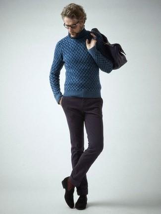 Cómo combinar: jersey de cuello alto de punto azul marino, vaqueros de pana en marrón oscuro, mocasín con borlas de ante negro, bolso mensajero de cuero en marrón oscuro