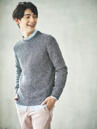 Empareja un jersey de ochos gris de Gant junto a un pantalón chino rosado para cualquier sorpresa que haya en el día.