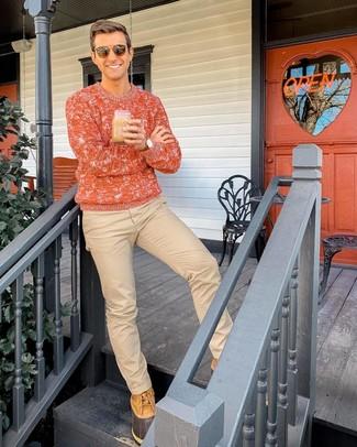 Cómo combinar: jersey de ochos naranja, pantalón chino marrón claro, botas para la nieve marrón claro, gafas de sol marrónes