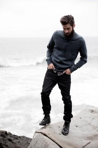 Este combo de un jersey de pico en gris oscuro de hombres de Gant y unos vaqueros negros te permitirá mantener un estilo cuando no estés trabajando limpio y simple. ¿Te sientes valiente? Opta por un par de botas casual de cuero negras.