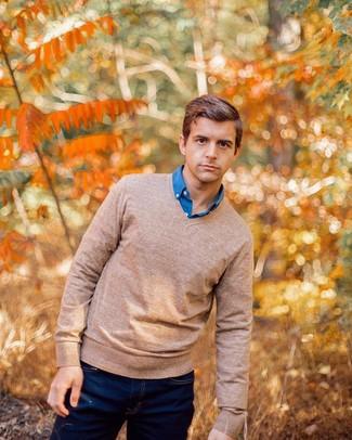 Cómo combinar una camisa de manga larga azul estilo casuale: Considera emparejar una camisa de manga larga azul junto a unos vaqueros azul marino para lidiar sin esfuerzo con lo que sea que te traiga el día.