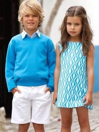 Cómo combinar: jersey en turquesa, camisa de manga larga de tartán celeste, pantalones cortos blancos