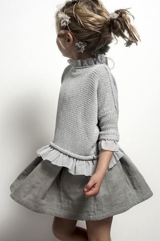 Cómo combinar: jersey gris, falda gris