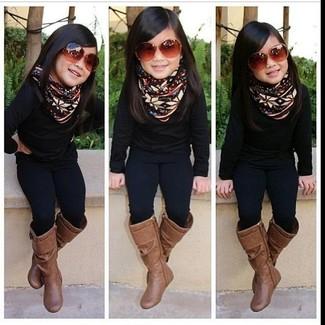 Cómo combinar: jersey negro, leggings negros, botas marrónes