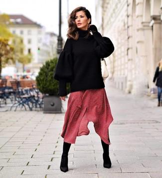 Cómo combinar unos botines de elástico negros: Equípate un jersey oversized de punto negro con un vestido midi a lunares rojo para lidiar sin esfuerzo con lo que sea que te traiga el día. Botines de elástico negros son una opción inigualable para complementar tu atuendo.
