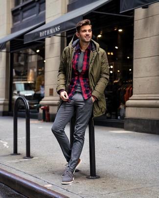Cómo combinar una camisa de manga larga de franela de tartán azul marino: Ponte una camisa de manga larga de franela de tartán azul marino y un pantalón de vestir gris para un perfil clásico y refinado. ¿Te sientes valiente? Completa tu atuendo con zapatos oxford de lona grises.