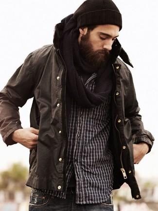 Cómo combinar una camisa de manga larga negra en invierno 2021: Equípate una camisa de manga larga negra con unos vaqueros azul marino para conseguir una apariencia relajada pero elegante. Si tu en busca de un look idóneo para tus jornadas de invierno, este es el look perfecto.