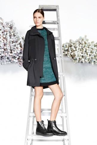 Cómo combinar: parka negra, vestido jersey en verde azulado, botines de cuero gruesos negros