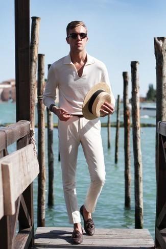 Cómo combinar unos zapatos de vestir: Equípate un polo de manga larga blanco junto a un pantalón chino en beige para el after office. Zapatos de vestir proporcionarán una estética clásica al conjunto.