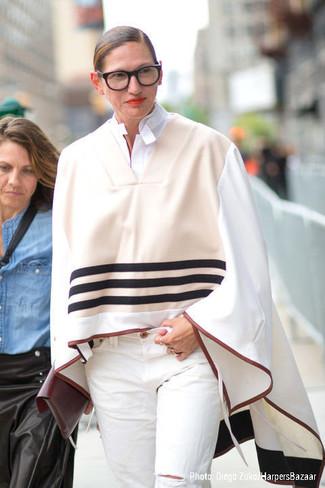 Poncho beige camisa de vestir blanca vaqueros blancos cartera sobre burdeos large 13521