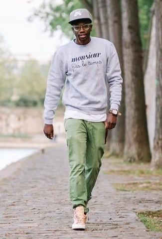 Como Combinar Unos Pantalones Verdes 216 Outfits Lookastic Espana