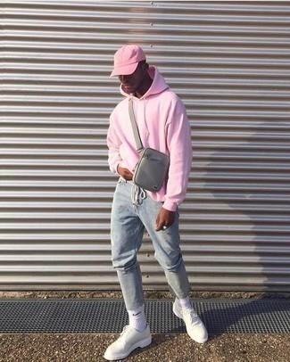 Cómo combinar una gorra de béisbol rosada: Intenta ponerse una sudadera con capucha rosada y una gorra de béisbol rosada para un look agradable de fin de semana. Usa un par de zapatos derby de cuero blancos para mostrar tu inteligencia sartorial.