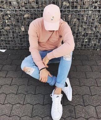 Cómo combinar una gorra de béisbol rosada: Para un atuendo tan cómodo como tu sillón equípate una sudadera rosada con una gorra de béisbol rosada. Con el calzado, sé más clásico y opta por un par de tenis de cuero en blanco y negro.