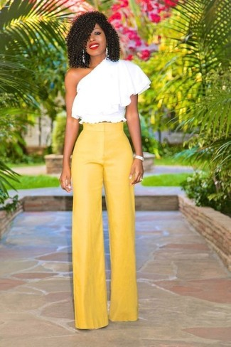 Como Combinar Unos Pantalones Amarillos 103 Outfits Lookastic Espana