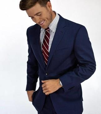 Cómo combinar: traje azul marino, camisa de vestir a cuadros celeste, corbata de rayas verticales burdeos
