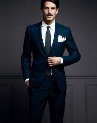 Cómo combinar un traje azul marino: Usa un traje azul marino y una camisa de vestir blanca para una apariencia clásica y elegante.