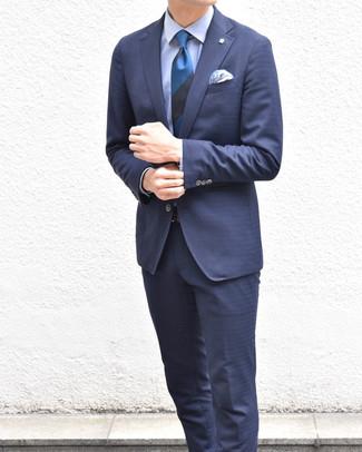 Cómo combinar: traje azul marino, camisa de vestir celeste, corbata de rayas horizontales azul, pañuelo de bolsillo de paisley azul