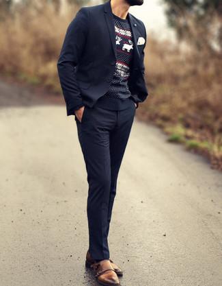 Cómo combinar: traje azul marino, jersey con cuello circular de grecas alpinos negro, zapatos con doble hebilla de cuero marrónes, pañuelo de bolsillo blanco