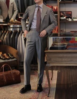 Cómo combinar unas botas formales de cuero negras: Opta por una camisa de vestir de rayas verticales en blanco y negro para una apariencia clásica y elegante. ¿Te sientes valiente? Opta por un par de botas formales de cuero negras.