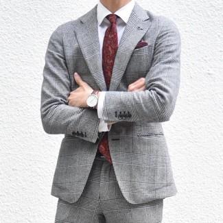 Cómo combinar: traje de tartán gris, camisa de vestir blanca, corbata de paisley burdeos, pañuelo de bolsillo burdeos