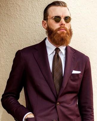Cómo combinar un traje burdeos: Empareja un traje burdeos junto a una camisa de vestir blanca para un perfil clásico y refinado.