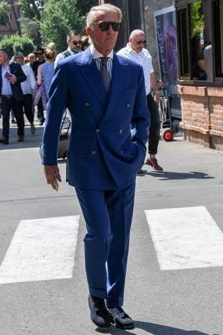 Cómo combinar un traje con un mocasín con borlas: Utiliza un traje y una camisa de vestir de rayas verticales en blanco y azul marino para una apariencia clásica y elegante. Mocasín con borlas son una opción grandiosa para completar este atuendo.