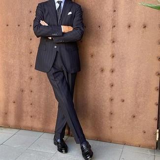 Cómo combinar una corbata de paisley azul marino: Emparejar un traje de rayas verticales azul marino con una corbata de paisley azul marino es una opción inmejorable para una apariencia clásica y refinada. Si no quieres vestir totalmente formal, complementa tu atuendo con mocasín de cuero negro.