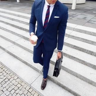 Cómo combinar: traje de lana azul marino, camisa de vestir blanca, zapatos con doble hebilla de cuero en marrón oscuro, portafolio de cuero negro
