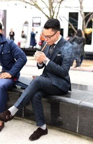Cómo combinar un traje de tartán azul marino: Equípate un traje de tartán azul marino junto a una camisa de vestir blanca para un perfil clásico y refinado. Zapatos con doble hebilla de ante en marrón oscuro son una opción estupenda para complementar tu atuendo.