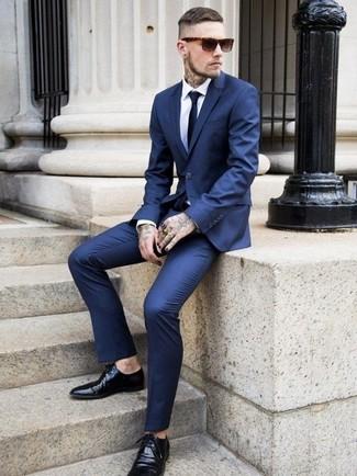 Traje azul marino de Givenchy