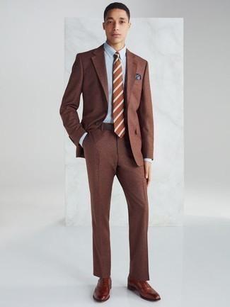 Cómo combinar un traje marrón: Considera ponerse un traje marrón y una camisa de vestir celeste para un perfil clásico y refinado. Zapatos oxford de cuero en tabaco son una opción perfecta para complementar tu atuendo.