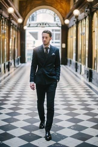 Cómo combinar una corbata de rayas horizontales verde oscuro: Empareja un traje azul marino con una corbata de rayas horizontales verde oscuro para rebosar clase y sofisticación. ¿Quieres elegir un zapato informal? Haz zapatos oxford de cuero negros tu calzado para el día.