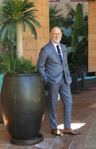 Cómo combinar una corbata azul marino: Ponte un traje de tartán azul y una corbata azul marino para una apariencia clásica y elegante. ¿Quieres elegir un zapato informal? Completa tu atuendo con zapatos oxford de cuero marrónes para el día.