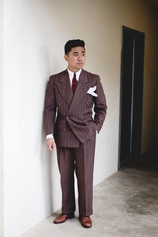 Cómo combinar una corbata estampada burdeos: Emparejar un traje de rayas verticales marrón junto a una corbata estampada burdeos es una opción buena para una apariencia clásica y refinada. Zapatos oxford de cuero marrónes son una opción excelente para completar este atuendo.