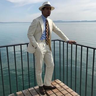 Cómo combinar un sombrero de paja blanco: Casa un traje en beige junto a un sombrero de paja blanco para cualquier sorpresa que haya en el día. Elige un par de zapatos oxford de cuero en marrón oscuro para mostrar tu inteligencia sartorial.