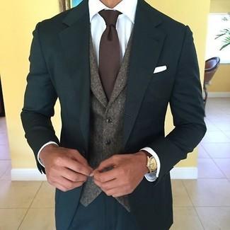 Cómo combinar: traje en verde azulado, chaleco de vestir de lana en marrón oscuro, camisa de vestir blanca, corbata de punto en marrón oscuro